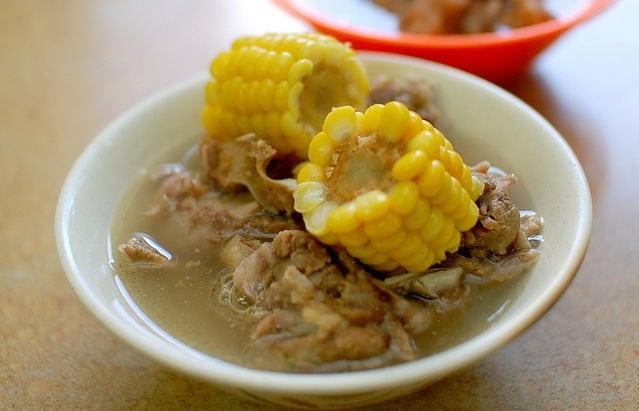 林森北路的蘇記玉米排骨湯和雞肉飯