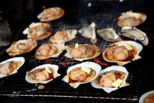 [08夏-日本] 小樽商店街上超便宜好吃的烤扇貝