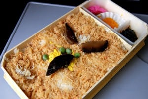 [08夏-日本] スーパー北斗列車上的少見冰淇淋與訂購長萬部螃蟹便當