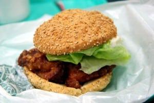 [08夏-日本] 好吃的名物:函館幸運小丑漢堡 (中國風炸雞漢堡)