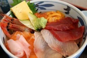 [08夏-日本] 終於再次吃到夢幻海鮮丼 (築地どんぶり市場)