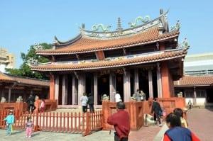 前陣子張銘清跌倒的那個台南孔廟