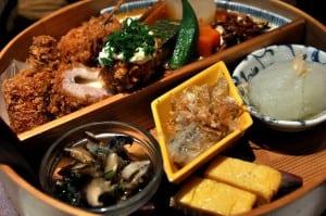 杏子豬排的商業午餐定食