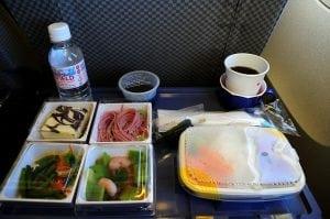 這是可能即將倒閉破產的日航 JAL 上的飛機餐(經濟艙)