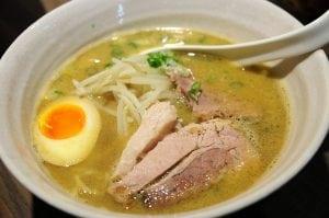 來自日本的魚介系湯頭拉麵 - 麵屋緣 和 麵屋輝