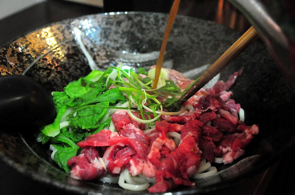 鈜景國產肉品專賣店 牛肉麵牛排都擅長 東門美食推薦 - 隨裕而安