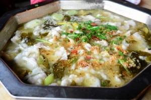 [上海] 世亮火鍋的酸菜青魚鍋,絕妙地好吃!