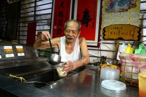 102歲的人瑞!公館豆花伯的焦香豆花料好實在
