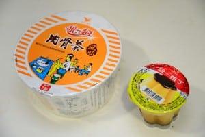 江湖傳聞的肉骨茶泡麵+布丁,真的好吃嗎?