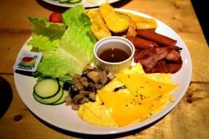 24 小時營業的 Panos Cafe 比利時餐廳