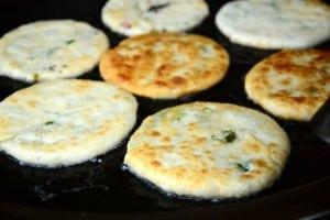 宜蘭三星阿婆蔥油餅,已經 N 訪,這次還多了小珊餅