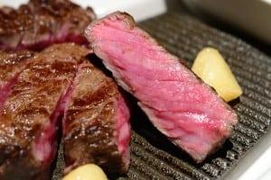 歐華酒店美國濕式熟成45天極黑神戶肋眼牛排真的是太奢華的美味