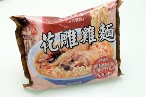 花雕雞泡麵 - 因為正妹產品經理在 PTT 上介紹而一夕爆紅,真的有那麼好吃嗎?