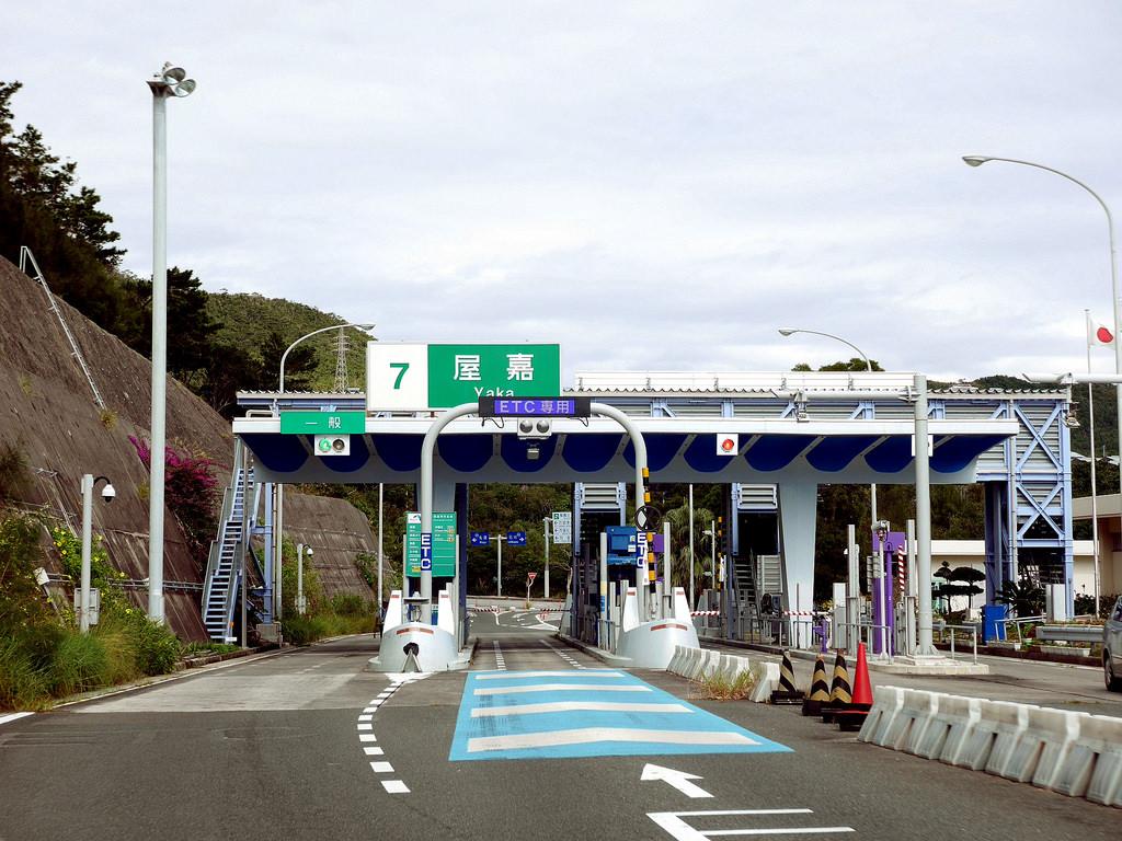 沖繩 OTS 租車自駕經驗分享 - TOYOTA AQUA 油電混合車