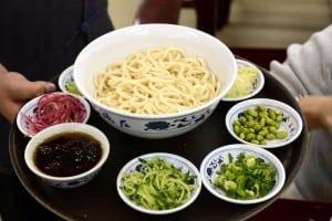 海碗居 老北京炸醬麵大王 - 看看北京人的炸醬麵是怎麼個吃法
