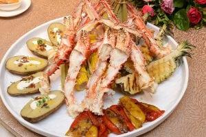 凱撒大飯店王朝餐廳推出 6-2-4-1 上菜方式的家宴料理