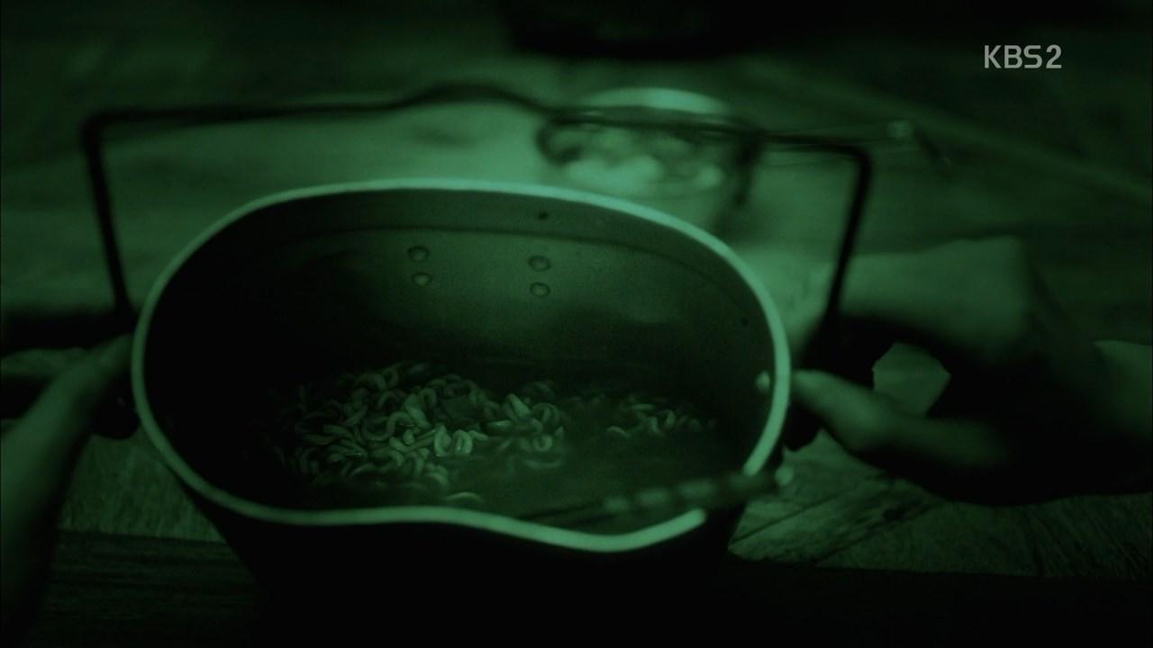 太陽的後裔夜視鏡吃泡麵