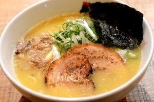 雞白湯的鳥人拉麵 來自紐約 雞白湯又濃又香好雞啊! 忠孝復興站美食推薦