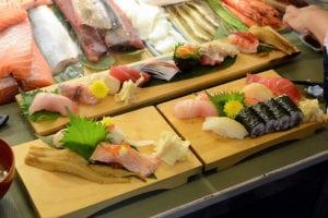魚バカ壽司(魚笨蛋?) 東門市場立吞壽司 浴衣用餐彷彿瞬間到日本 1訪+2訪