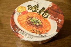 日本7-11推出米其林一星的鳴龍担担麵泡麵,這味道實在是~