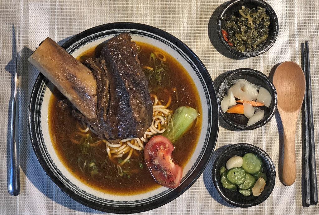 米其林必比登推薦的一號糧倉 牛肉麵一碗超過800元 附完整菜單